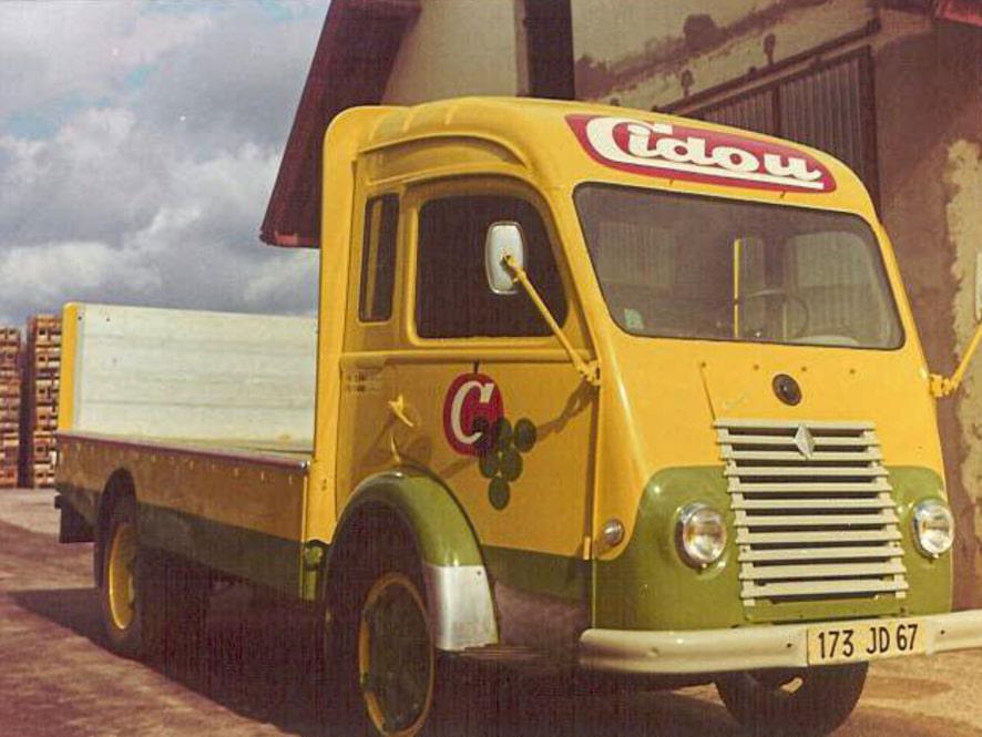 Camion à plateau Saviem Renault